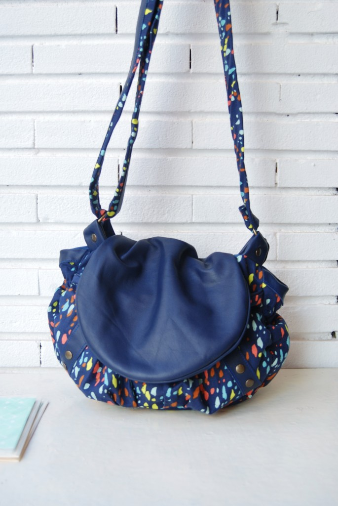 sac besace bleu cuir tissu fantaisie