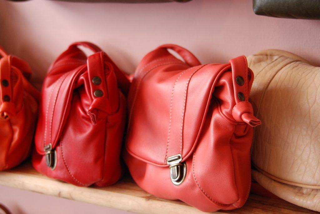 cartable cuir rouge, rose et nude