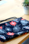 pochette bleue fleurie
